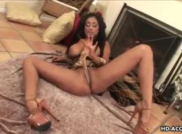 بريا راي يمارس الجنس مع السيد العجوز الجيد