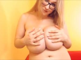 الفتاة الروسية مع الدهون الحمار ديك
